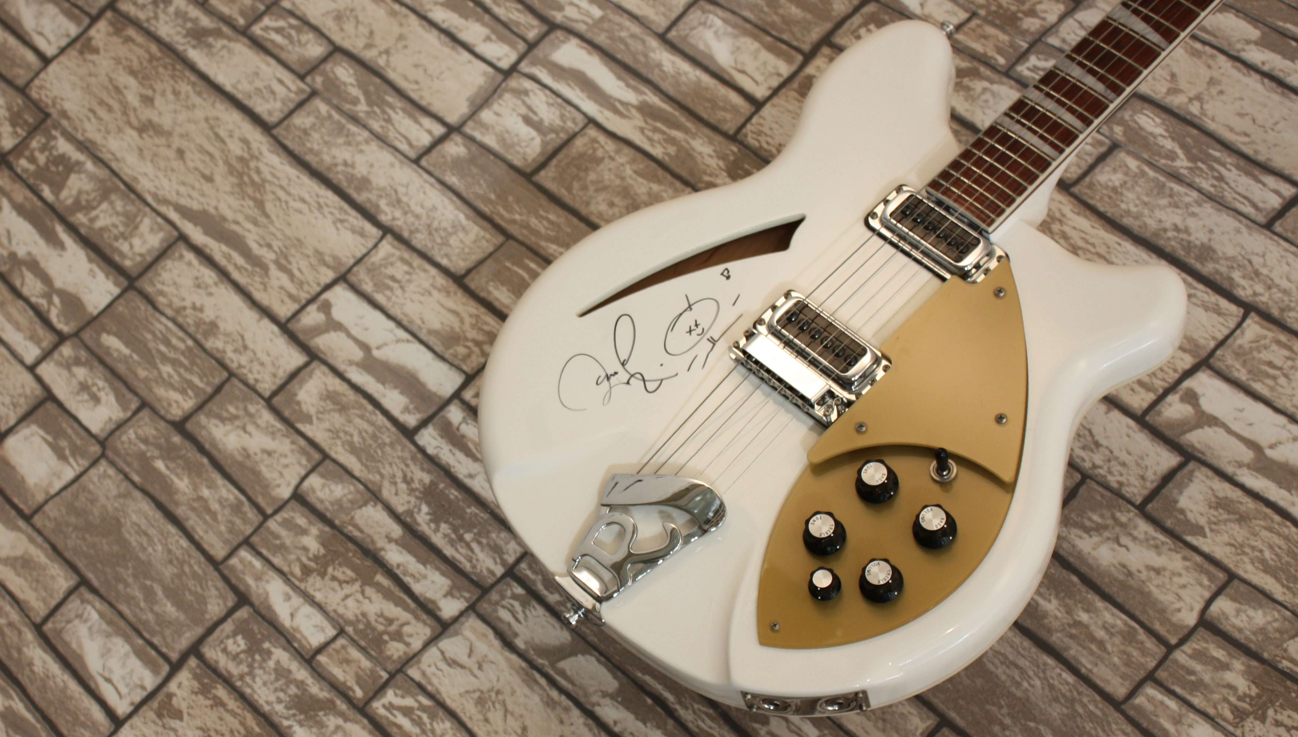 Rickenbacker 360 White 2014 Signed by Per Gessle of Roxette