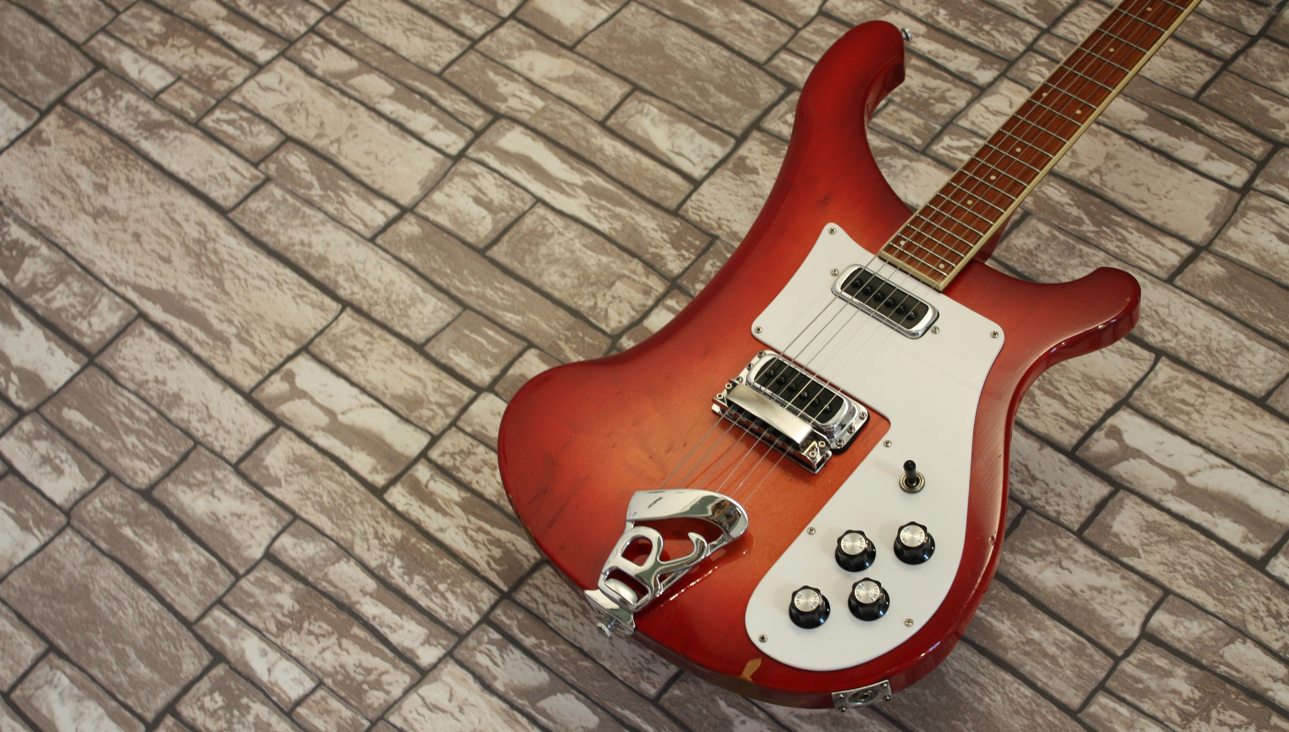 Rickenbacker 480 Fireglo 1975